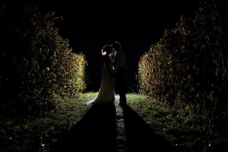 photo de mariage dans un vignoble la nuit à st-eustache dans les laurentides