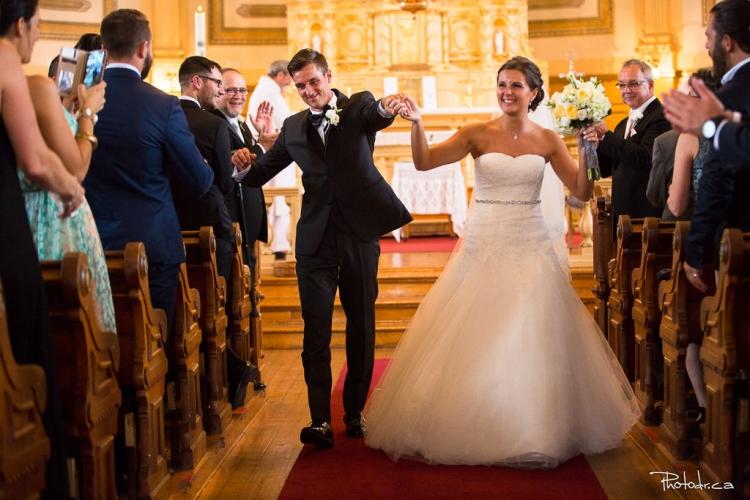 photo de mariage à l'église de st-eustache par un photographe professionnel après la cérémonie