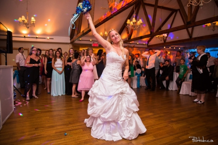 première dans dans un mariage à la réception capturé par un photographe de mariage professionnel