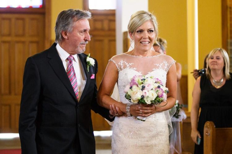photographe de mariage professionnel à l'église de st-eustache