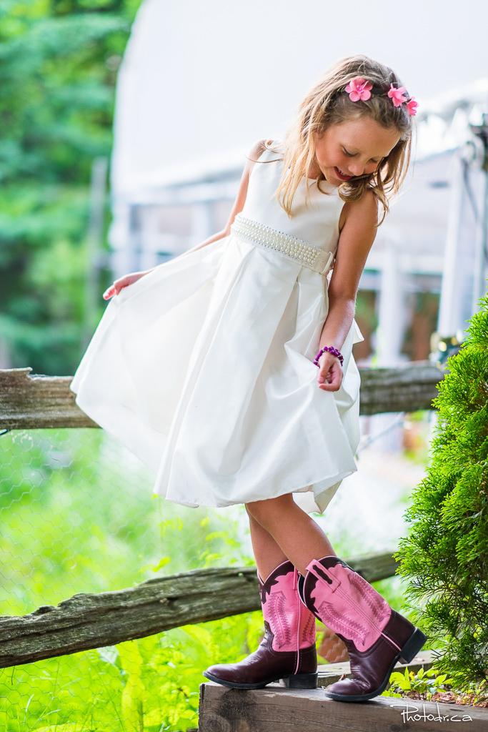 fille d'honneur en mariage à joliette la distinction cérémonie extérieure par un photographe professionnel