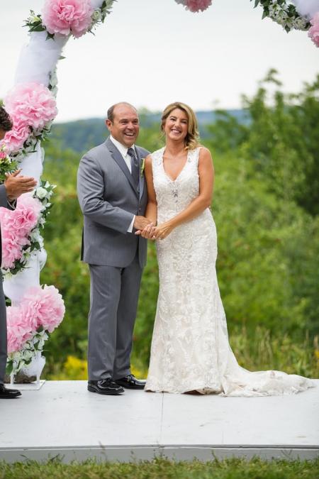 photographe de mariage professionnel auberge du mont gabriel dans les laurentides cérémonie extérieure